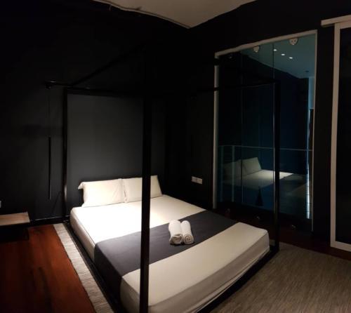 Dark tone bed