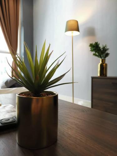 Artificial Plant makes the environment GREENNNNN